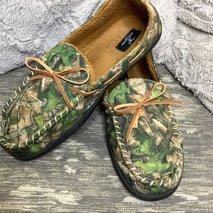 Men's camo moccasin style slippers size 11-12
